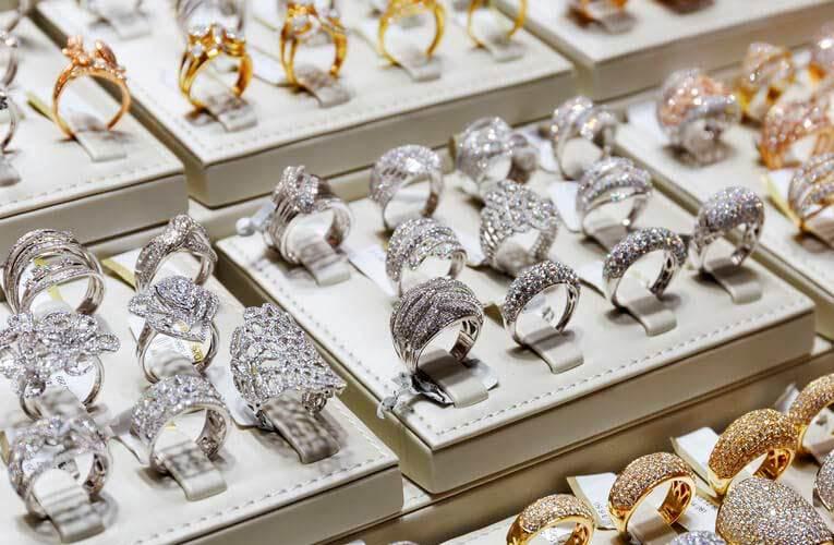 Semi joias de Luxo organização