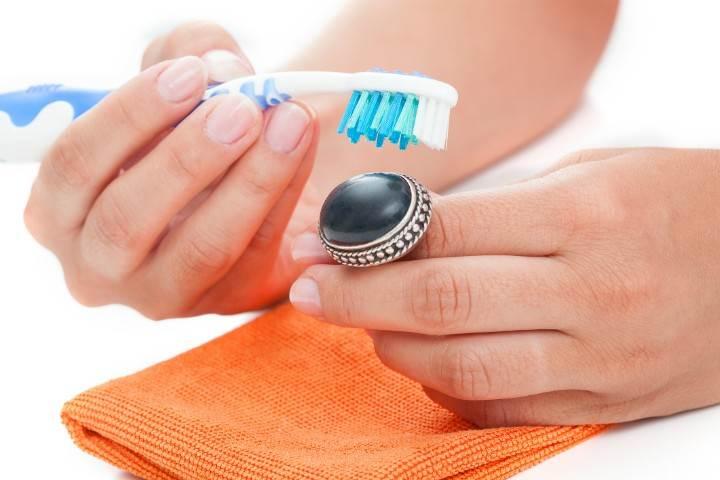 Como limpar semi joias